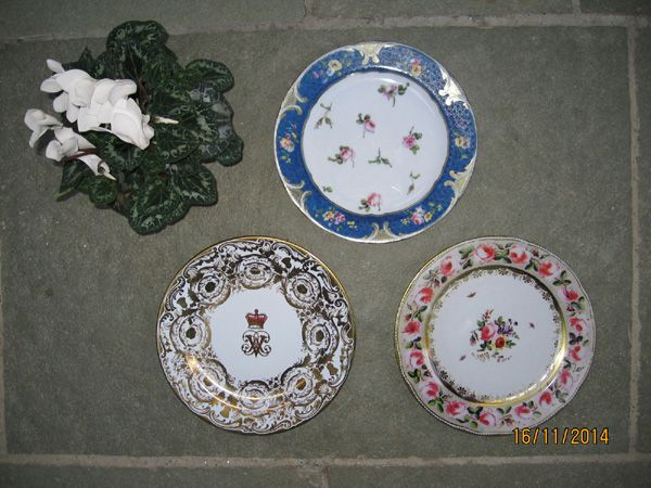 Gift Wrapped Set of 6 Decorative Tin Plates (RbPrVa)